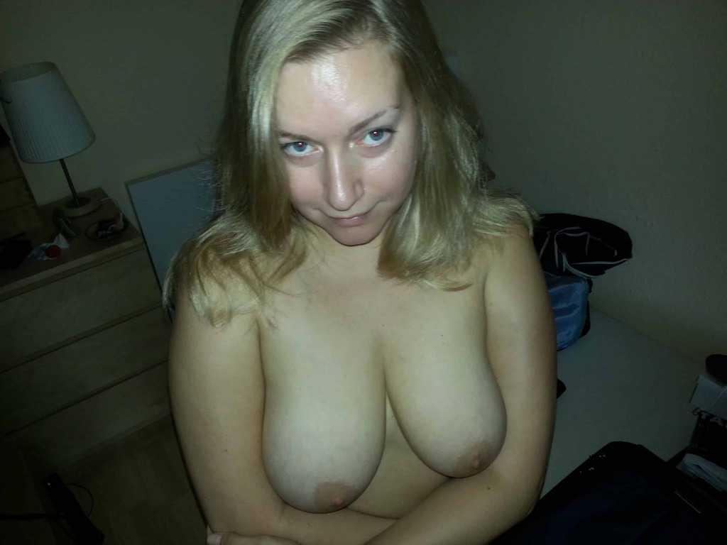 Lesbienne suce seins-8538