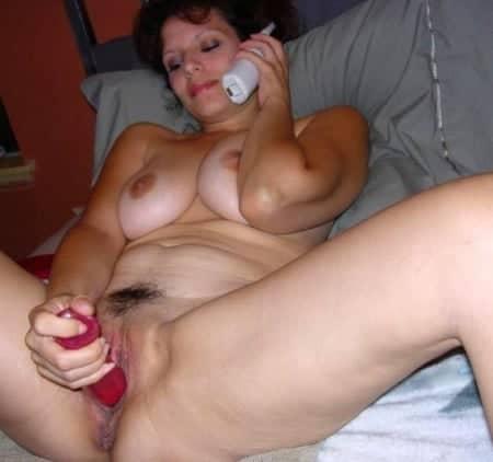 Ma femme et moi faisons l'amour au téléphone avec une hôtesse qui nous donne des défis