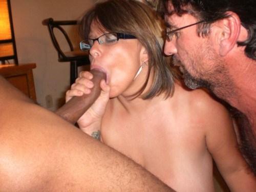 Le cambrioleur a pris ma femme et elle m'a fait lécher son sperme en elle