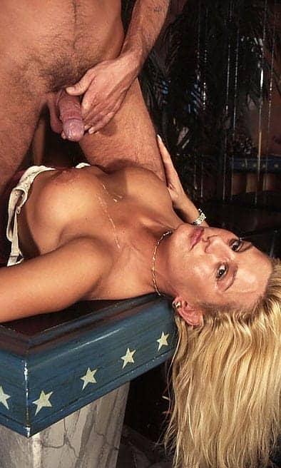 sexe sans retenue avec une grosse blonde sensuelle