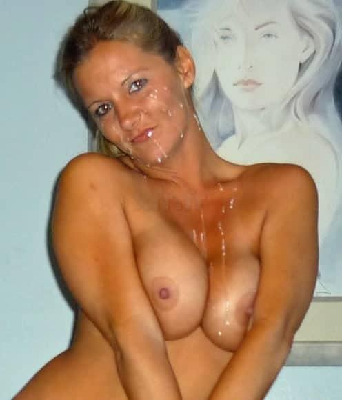 Dernières photos de la Milf blonde sexy de 42 avec le visage plein de foutre