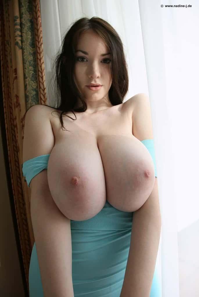 Gros seins jeune salope boobed